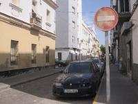 In noch keiner Stadt habe ich soviele verbäulte Autos gesehen wie in Cadiz