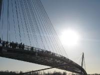 Passerelle Brücke im Sommer