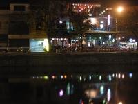 Nachtaufnahme verlassene Strasse
