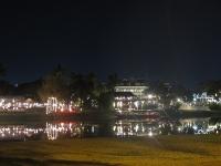 Nachtaufnahme Restaurants am See