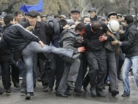 Polizeiangriff in Bischkek 2010