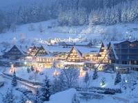 Nachtaufnahme Hotel in den Bergen