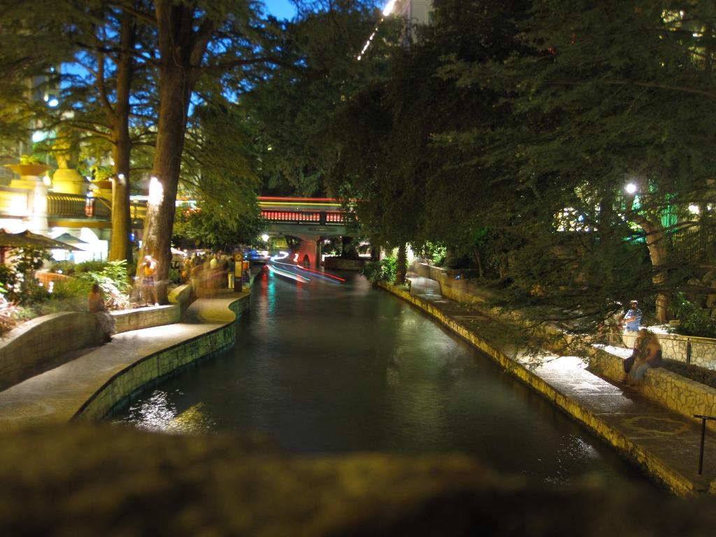 San Antonio Riverwalk bei Nacht