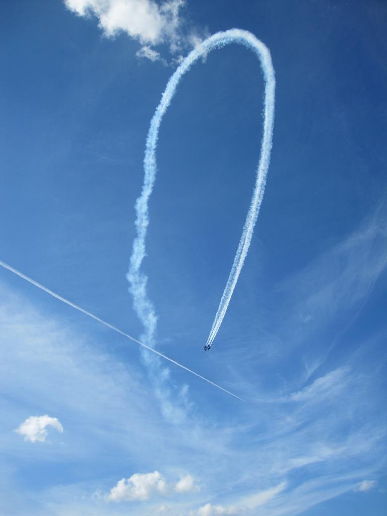 Formationen der Jets während der Airshow