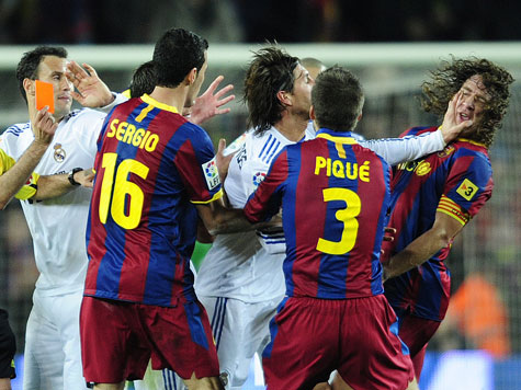 Real Madrid FC Barcelona im El Classico Ärger und Handgemenge