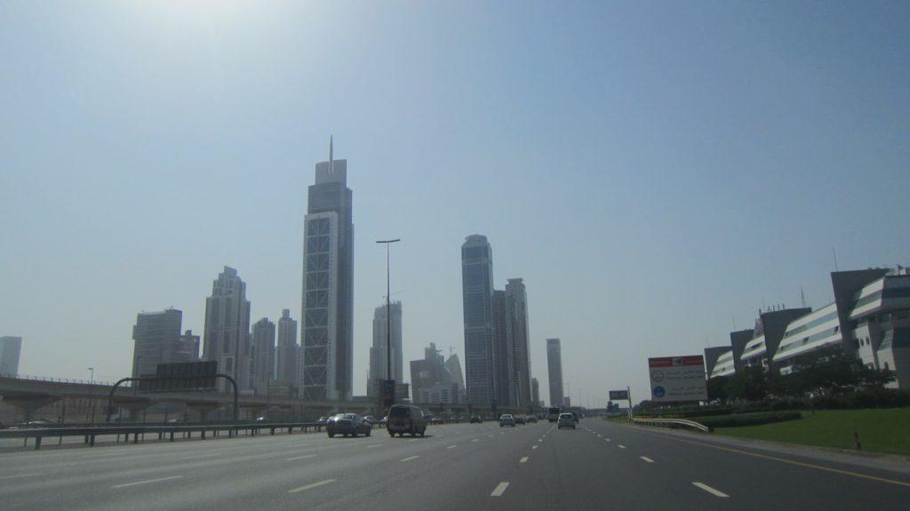 Strassen von Dubai - Leihwagen
